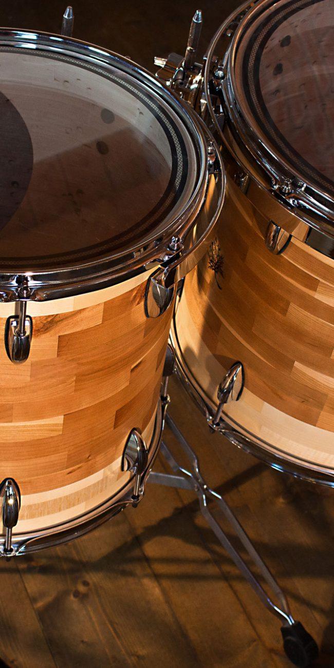 timpani di una batteria artigianale in ciliegio