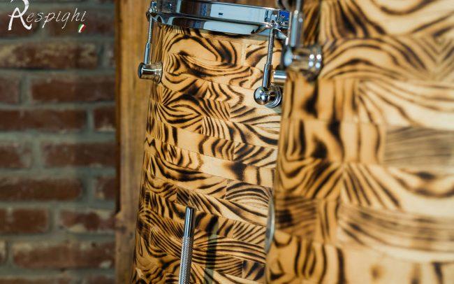 batteria artigianale in frassino dettaglio di un timpano