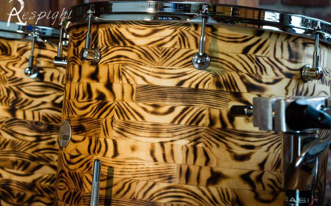 batteria artigianale in frassino dettaglio dei timpani