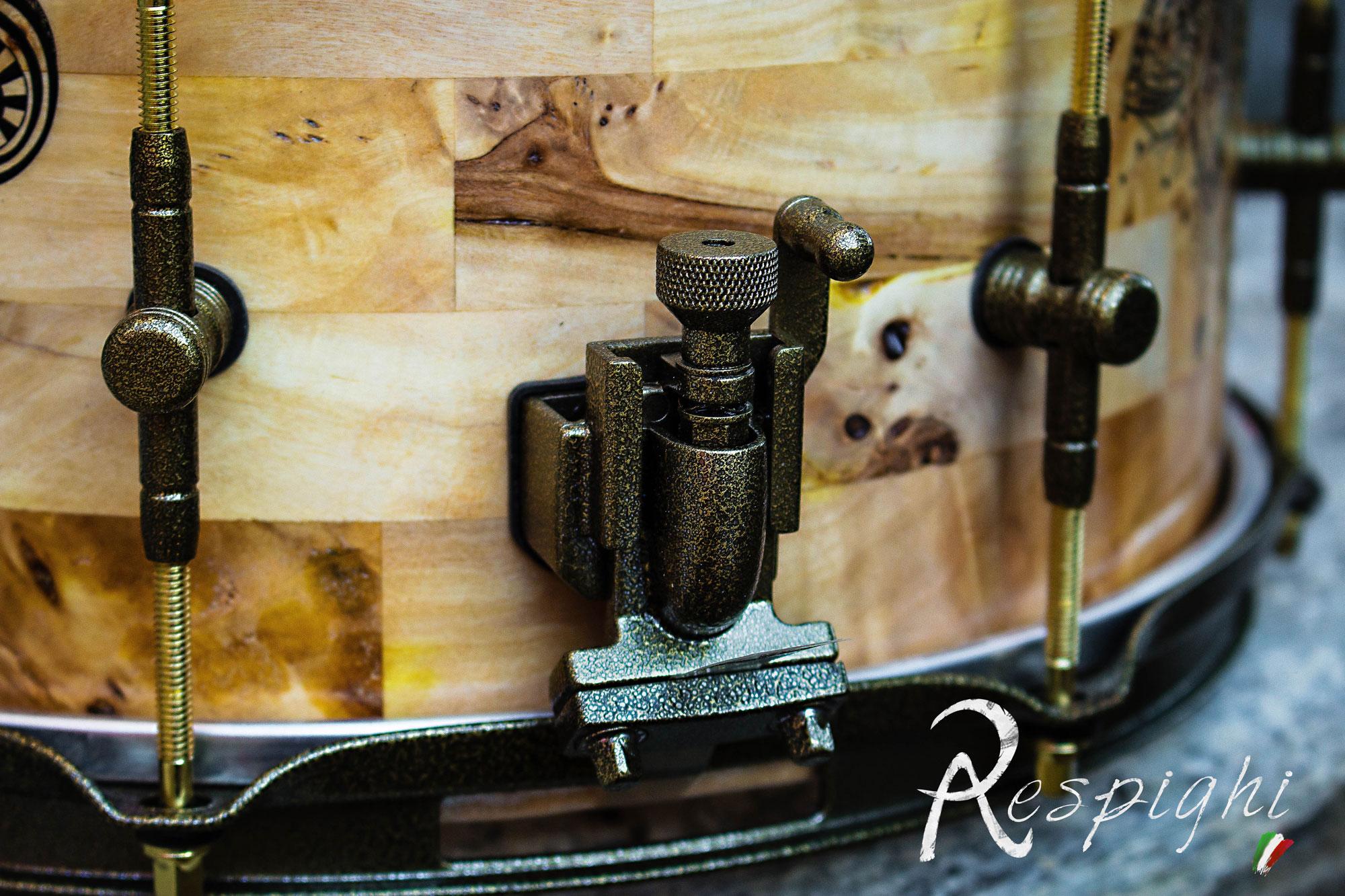 dettagli delle meccaniche anticata di un rullante in radica pioppo profondo 7