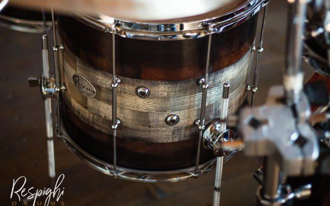 timpano di una batteria acustica artigianale in frassino e padouk
