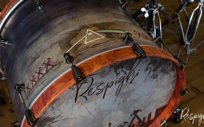 Cassa Cassa Batteria Artigianale Pink Floyd Tribute in Black Limba con cerchi in Padouk by Respighi Drums