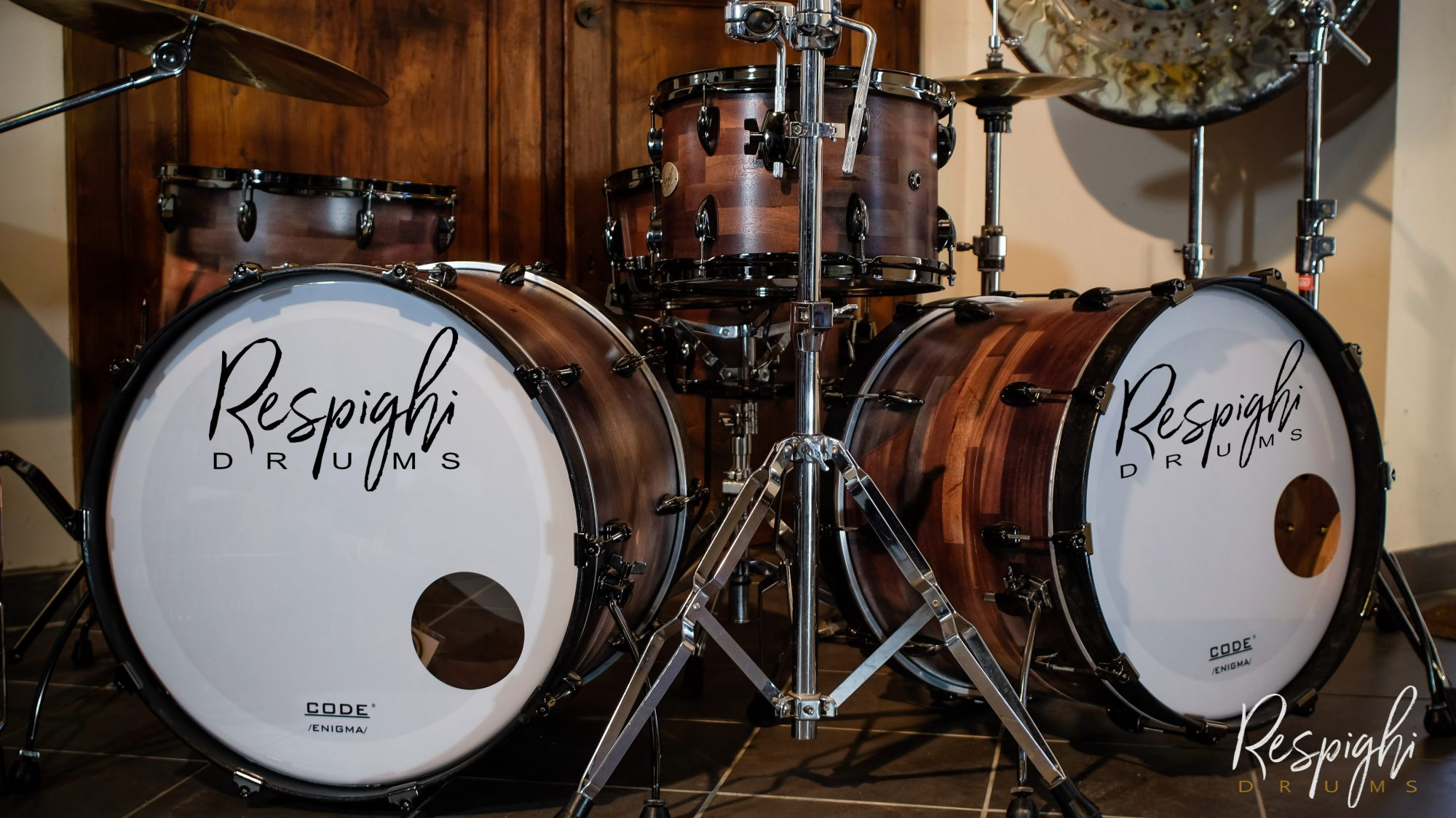 set batteria artigianale Irish black con sistema magtrioska in mogano