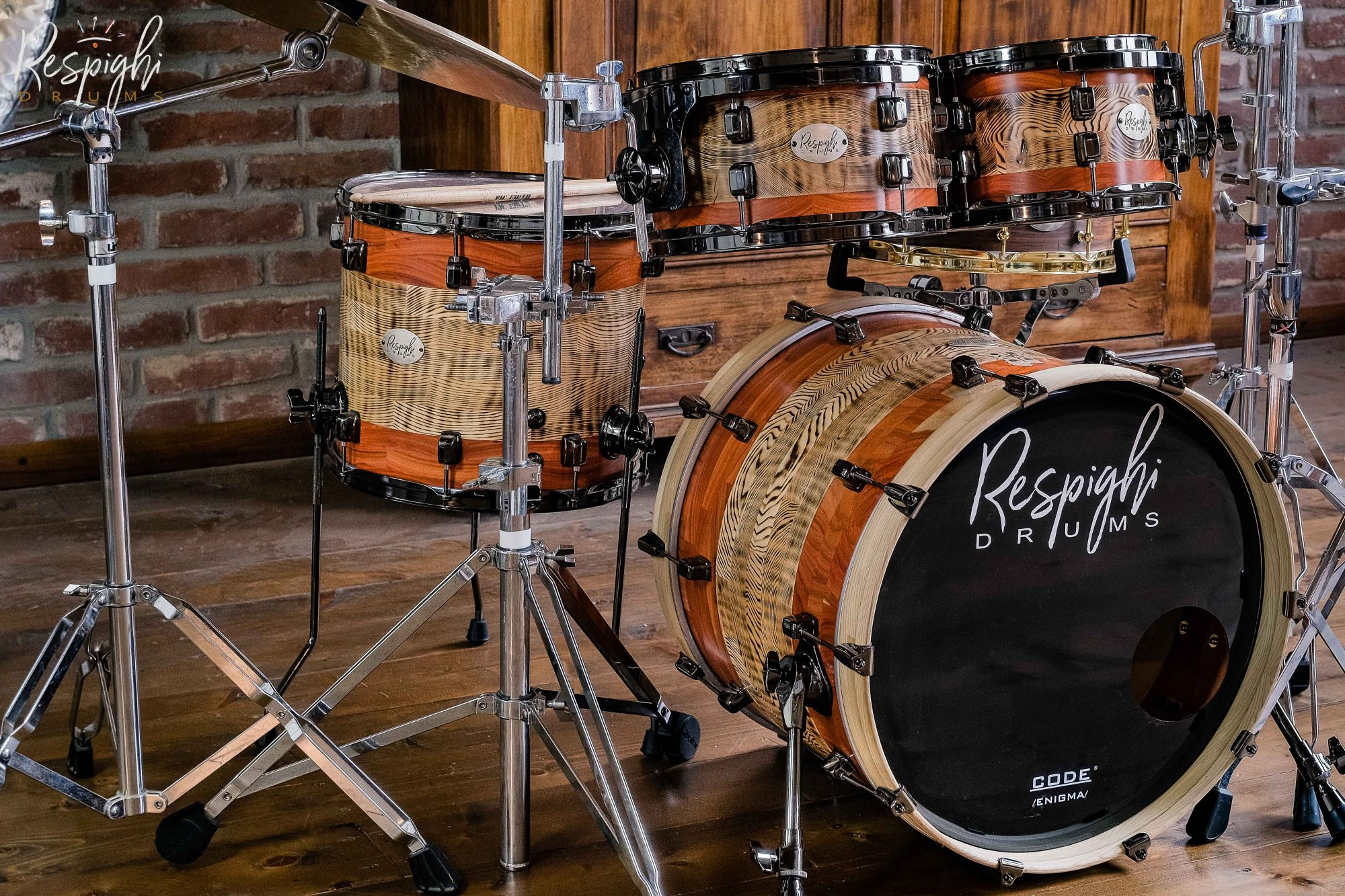 Batteria artigianale a doghe orizzontali in frassino e padouk Sardegna Mood di Respighi Drums