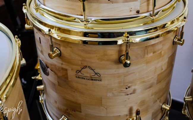 Logo Leon Lorenz fusto Respighi Drums in radica di pioppo