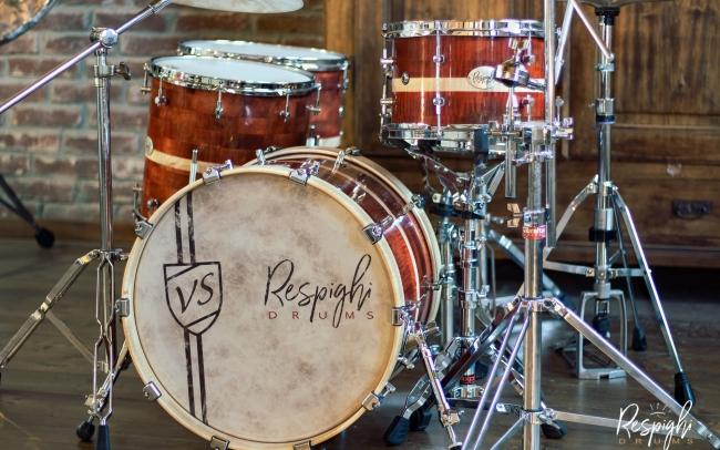 Batteria artigianale a doghe orizzontali in acero marezzato Respighi Drums