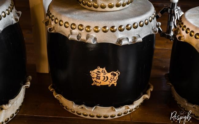 Taiko giapponese in Rovere e pioppo e maiale in foglia d'oro