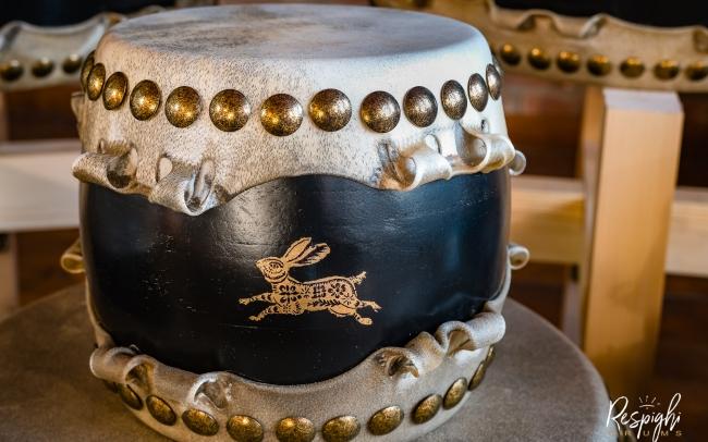 Taiko giapponese in Rovere e pioppo e lepre in foglia d'oro