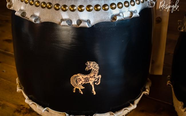 Taiko in Rovere e pioppo e cavallo foglia d'oro